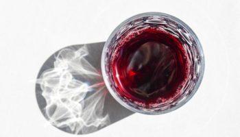 Schweizer Weine, wie zum Beispiel aus der Bündner Herrschaft, sind gefragt. (Bild: Getty Images)